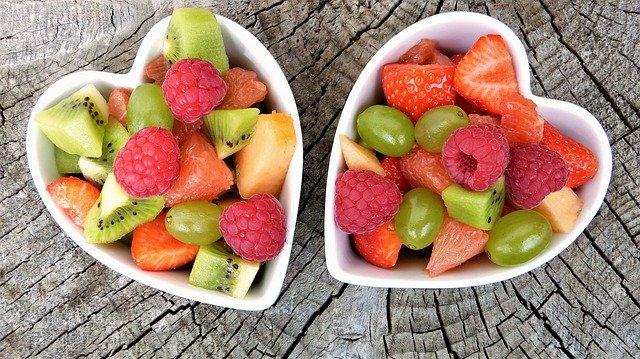 ¿Cómo disponer la fruta cortada para la venta en comercios?