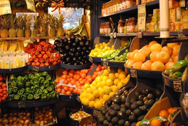 Maneras de exponer la fruta y la verdura en tu negocio